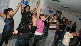Festejo cumpleaños patrocinado por voluntarios viernes 4 de junio 2010 3